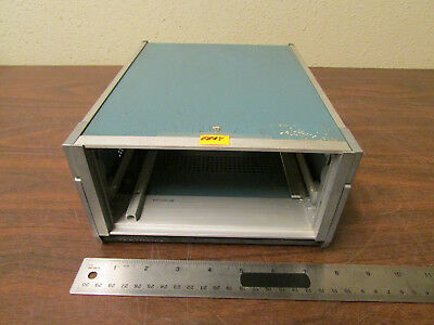 Tektronix Mini-mainframe 437-0091-00 Holds One Plugin With Folding Handle