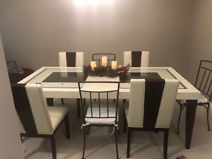 Don't miss out on this beautiful Dining table with 4 chairs