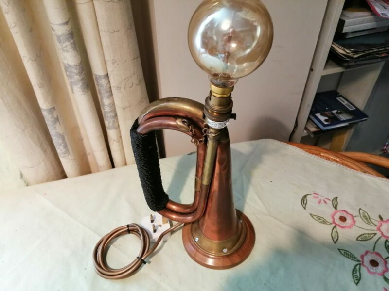 Bugle Desk Light