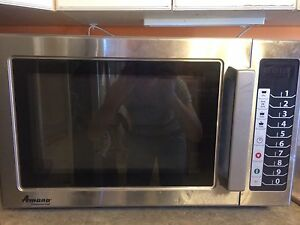Amana Commerical Microwave   GREAT USED CONDITION