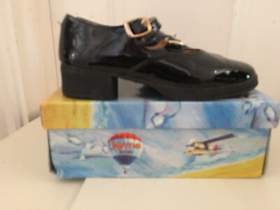 Rare!Tried on once leather Josmo Spain girls black school shoes  UK 12, 30-31