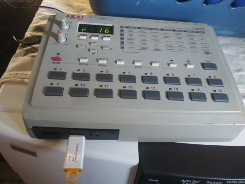 akai s20 sampler sequencer w/ usb emulator