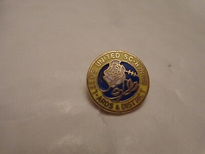 VINTAGE LEEDS UNITED ARDS & DISTRICT SUPPORTERS CLUB S.C. FOOTBALL PIN BADGE