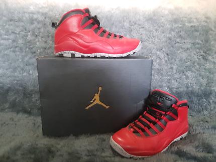 Air Jordan - sz 10 - 'Bulls over Broadway'