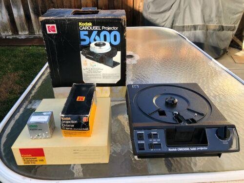 Kodak 5400 Carousel 35mm Slide Projector, Zoom Lens, 2 Bulbs, Auto Focus, Remote