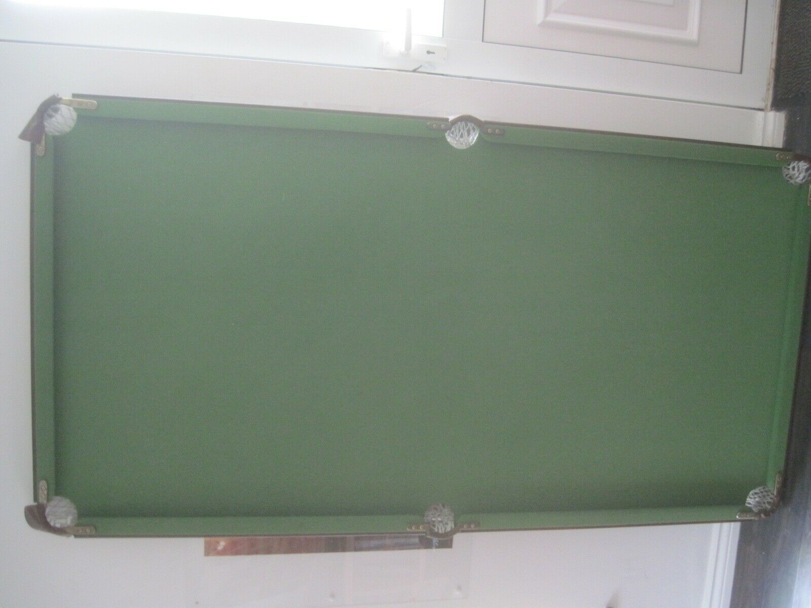 SNOOKER/POOL TABLE   6ft  with SNOOKER and POOL BALLS CUES etc    SUPERB