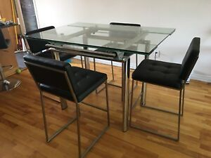 Table + 4 chaises structube Negociable