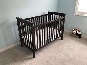 Natart Juvenile Barcelona Classic Crib in Walnut
