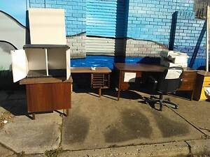 URGENT*FREE OFFICE FURNITURE*DESKS*MOBILE FILING CABINET*CHAIR Cartwright Liverpool Area Preview