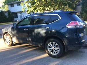2016 Nissan Rogue SV  low Kms need gone!