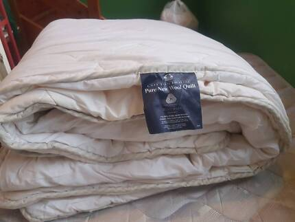 Double bed size Pure New Wool Quilt (Doona).