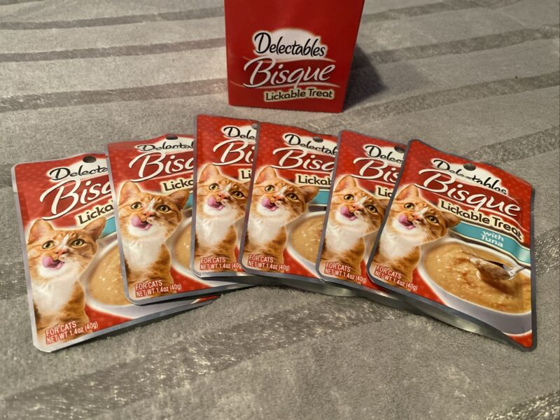HARTZ DELECTABLES BISQUE LICKABLE CATS TREATS WITH REAL TUNA,  PACK OF 6 POUCHES