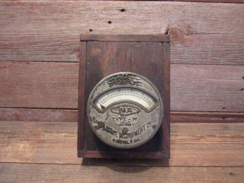 Vintage Type-W Reliance Instrument Co Industrial Gauge VOLTS Meter Chicago U.S.A