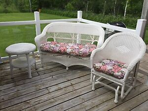 White Wicker Outdoor Furniture