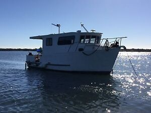 28 foot boden trawler cabin cruiser Paradise Point Gold Coast North Preview