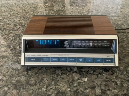 Vintage GE General Electric Touch Control AM/FM Clock Radio 7-4662B