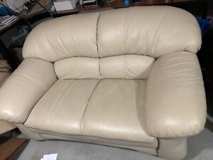 Leather Couche in Excellent condition