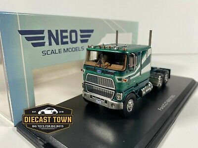 1/64 NEO Scale Models 1983 Ford CLT-9000 Truck Metallic Green NEO64021