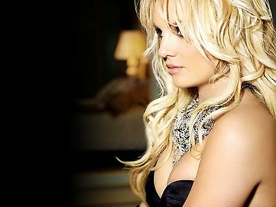 Britney Spears Unsigned 8x10 Photo (116)