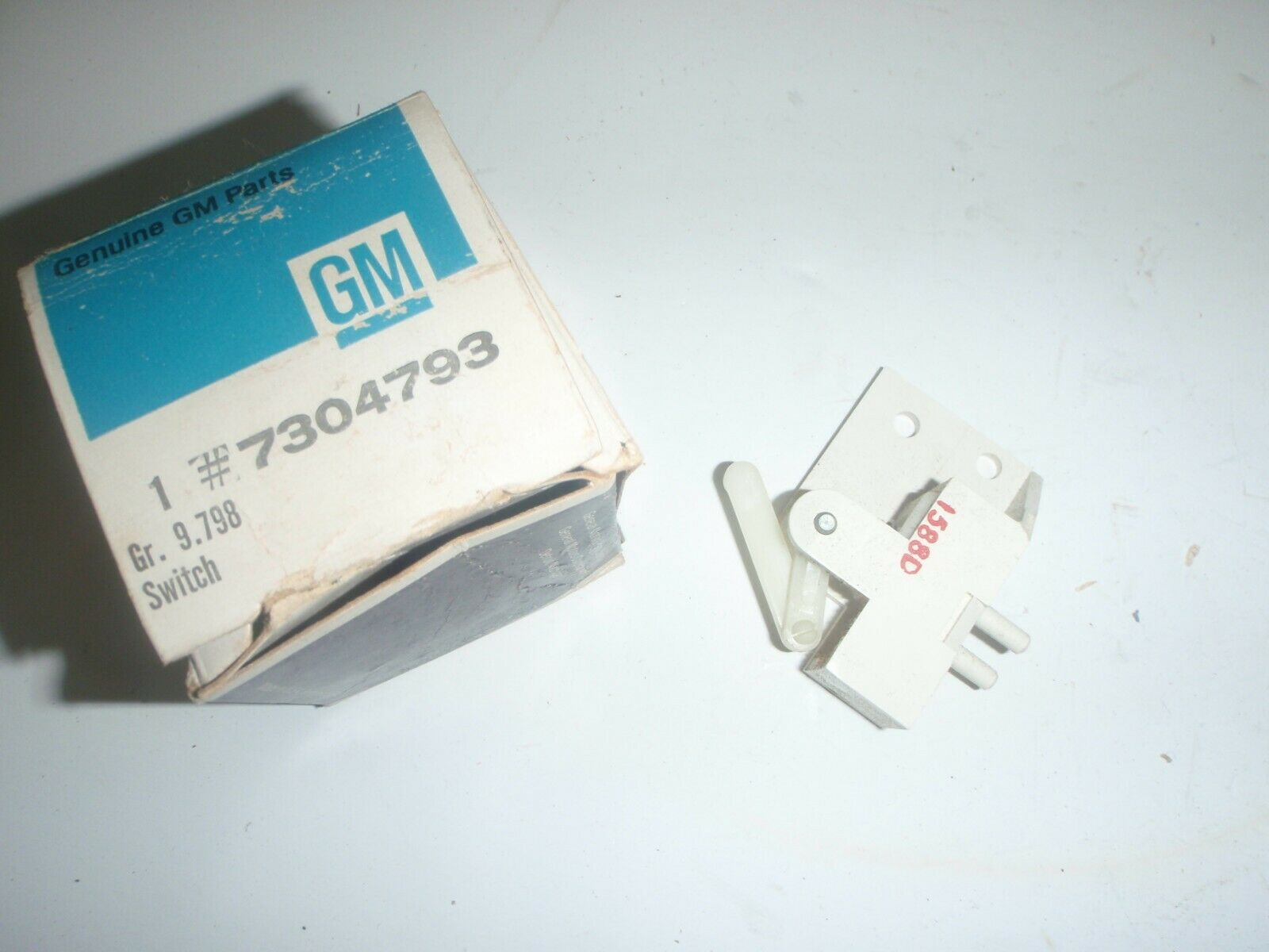 NOS GM Air Conditioning Master Vacuum Switch 68 Buick 1968 all models # 7304793