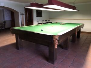 Snooker table with or without bar stools