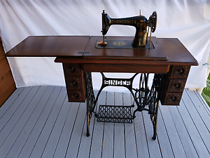 Antique Singer Sewing Treadle Machine with Table Woolooware Sutherland Area Preview