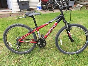 Trek 4100 mountain bike, size small.