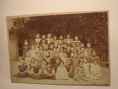 Gruppe Kinder - Mädchen im Kleid / Foto ()