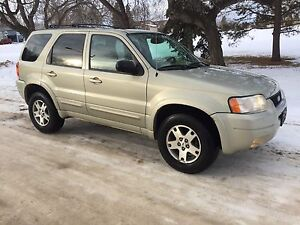 Excellent 2004 Ford Escape limited...AWD V6.. loaded
