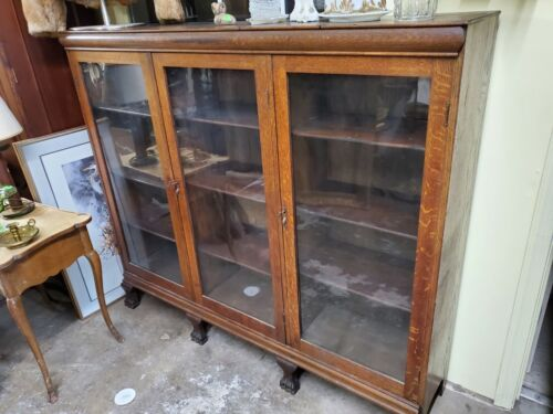 ANTIQUE LARGE OAK DISPLAY CABINET / BOOK SHELF – 3 GLASS DOORS