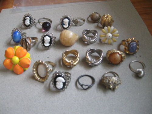 Mixed lot of 21 vintage, costume, tea party, metal, plastic rings