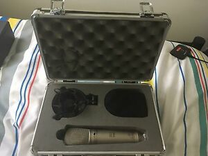 B-2 pro condensor Microphone excellent condition (free cable) Kings Langley Blacktown Area Preview