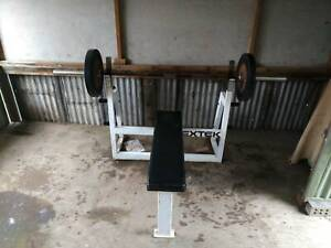 Bench press. Olympic barbell and weight plates (2*20kg, 2*15kg)