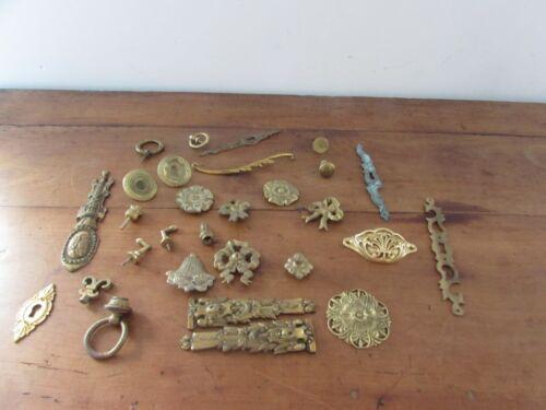 joli lot d éléments ornements d ameublement en bronze laiton