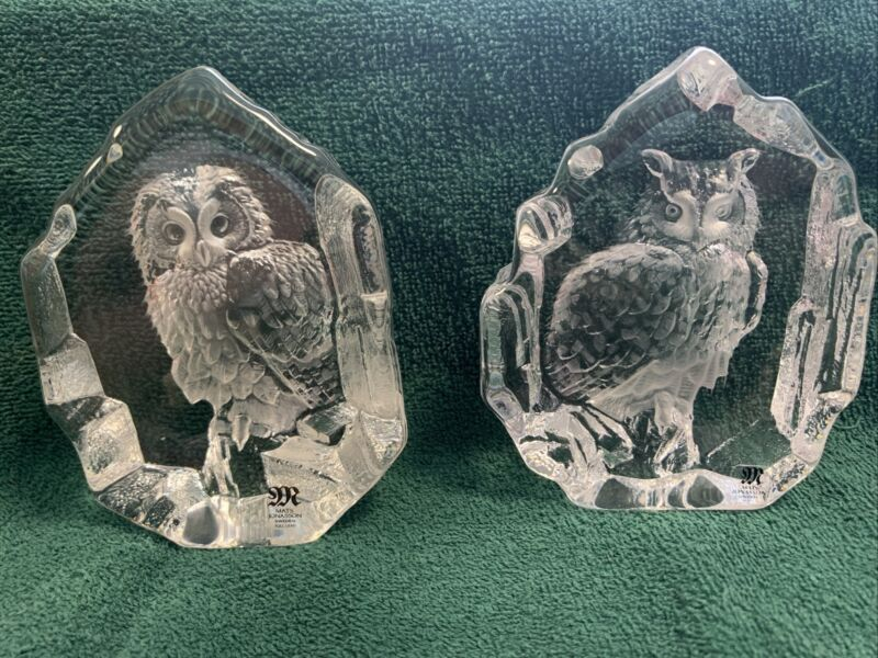 MATS JONASSON TWO SIGNED CRYSTAL ART GLASS OWL PAPERWEIGHTS