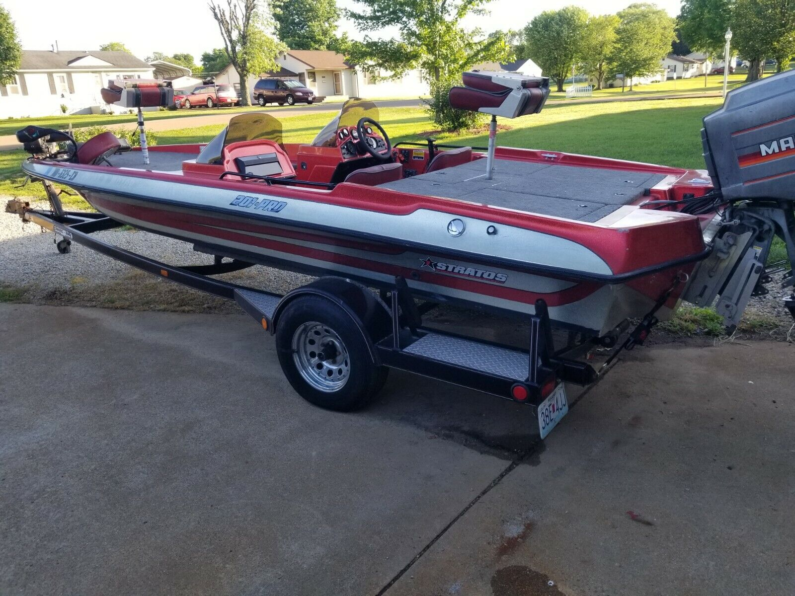 Beautiful 1988 stratos 20ft bass boat with 200hp mariner