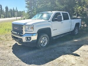 REDUCED - 2015 GMC Sierra 2500 HD 6.6L Duramax - Under 45,000km