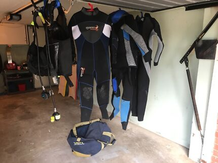 Dive Gear: Mares wetsuits: 2 Male Size 6, 1 Fem size 4, BCD/Regs