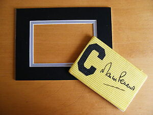 MARTIN-PETERS-HAND-SIGNED-CAPTAINS-ARMBAND-free-mount-display-WEST-HAM-UTD-COA