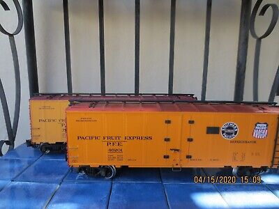 AristoCraft pair of refrigerator boxcars Pacific Fruit SP G scale