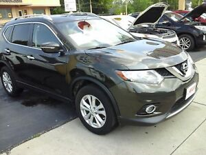 2014 NISSAN ROGUE S- PANORAMIC SUNROOF, REAR VIEW CAMERA, HEATED