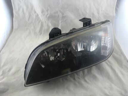 Genuine Holden VE Commodore Series 2 Passenger's side headlight Medowie Port Stephens Area Preview