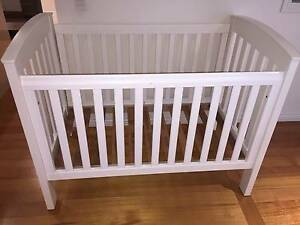 Bertini solid wood cot (White) Yallambie Banyule Area Preview