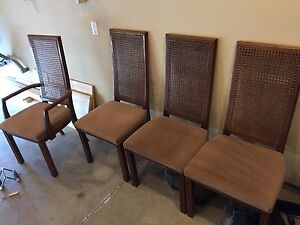 Free table chairs