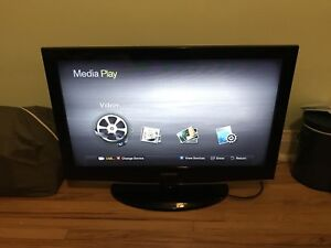 "Samsung 32"" LCD TV with remote control"