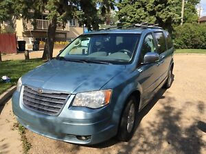 2009 Chrysler town and country touring edition