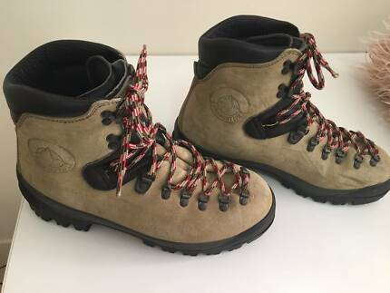 LaSportiva Crampon compatible boots - used once