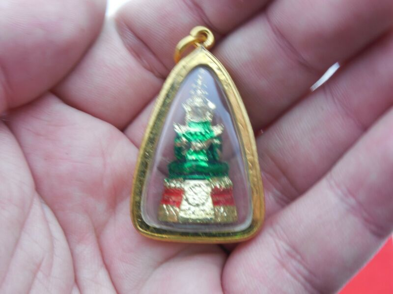 Green Thai Amulet Emerald Buddha Phra Kaew Morakot Wat Phra Kaew Statue Pendant