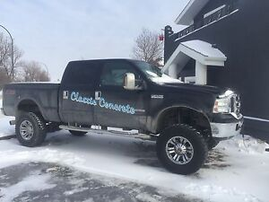 Lifted Ford F-350 05