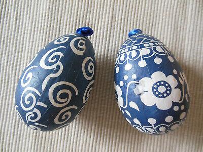 DDR, 2 Ostereier aus Pappe mit Papier beklebt , blau, oben Oese für Aufhänger